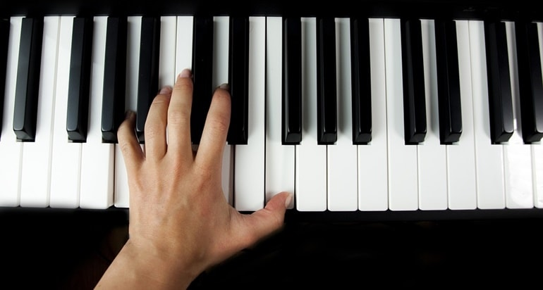 akkordanschlag klavier lernen