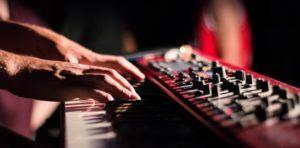 fingerübungen zum klavier spielen