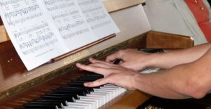 Klavier Akkorde Spielen